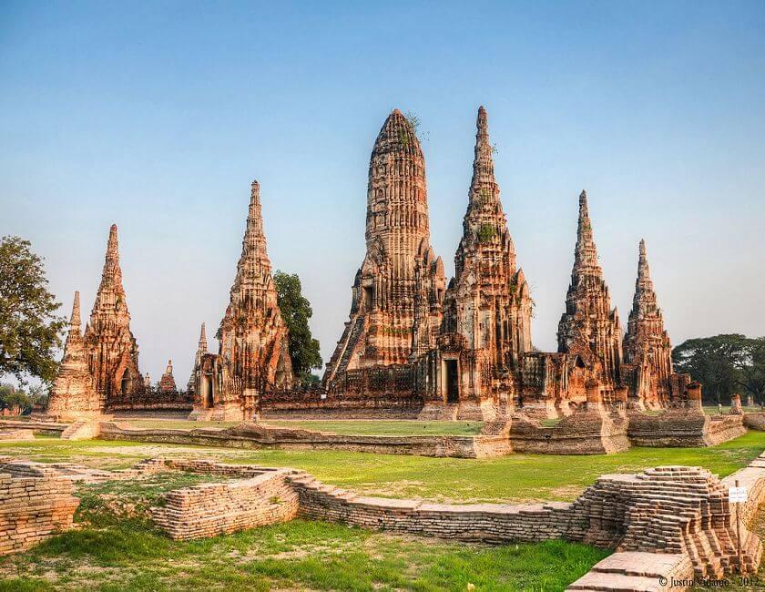 1280px-Sunset_at_Wat_Chaiwatthanaram,_Ayutthaya,_Thailand_1.jpg