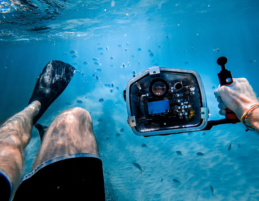 camera-diving-min.jpg