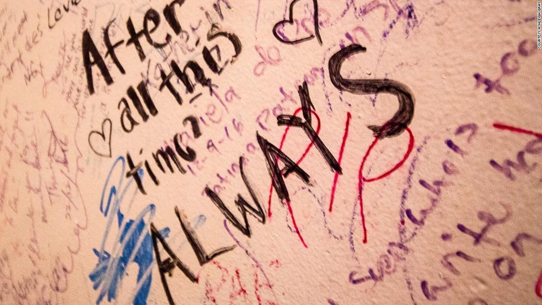 elephant-house-graffiti---1-super-169.jpg