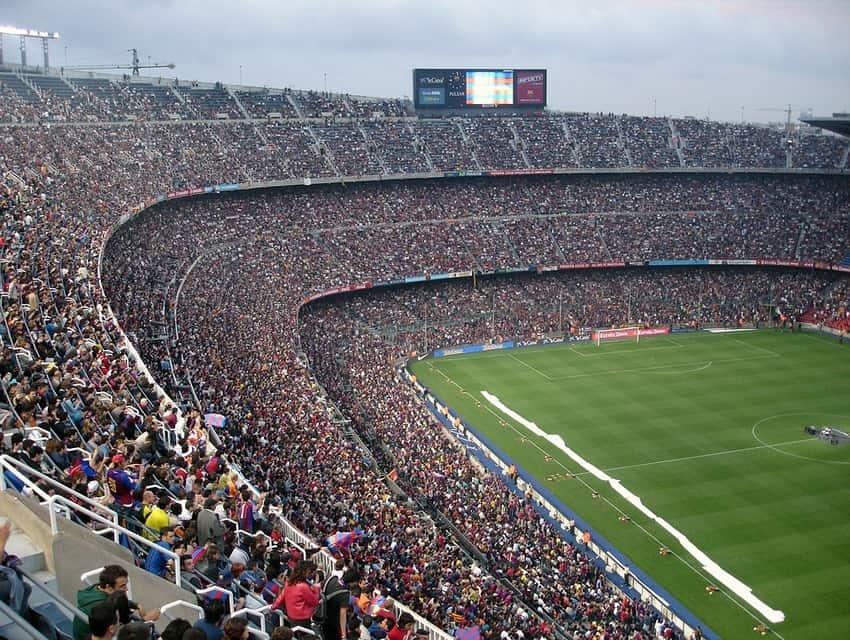 football-stadium-62891_960_720-min.jpg