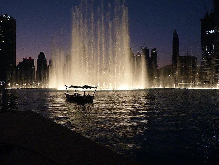 fountains-2196346_960_720-min.jpg